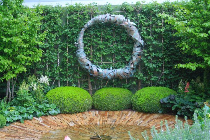 circular sculpture-chelsea flower show