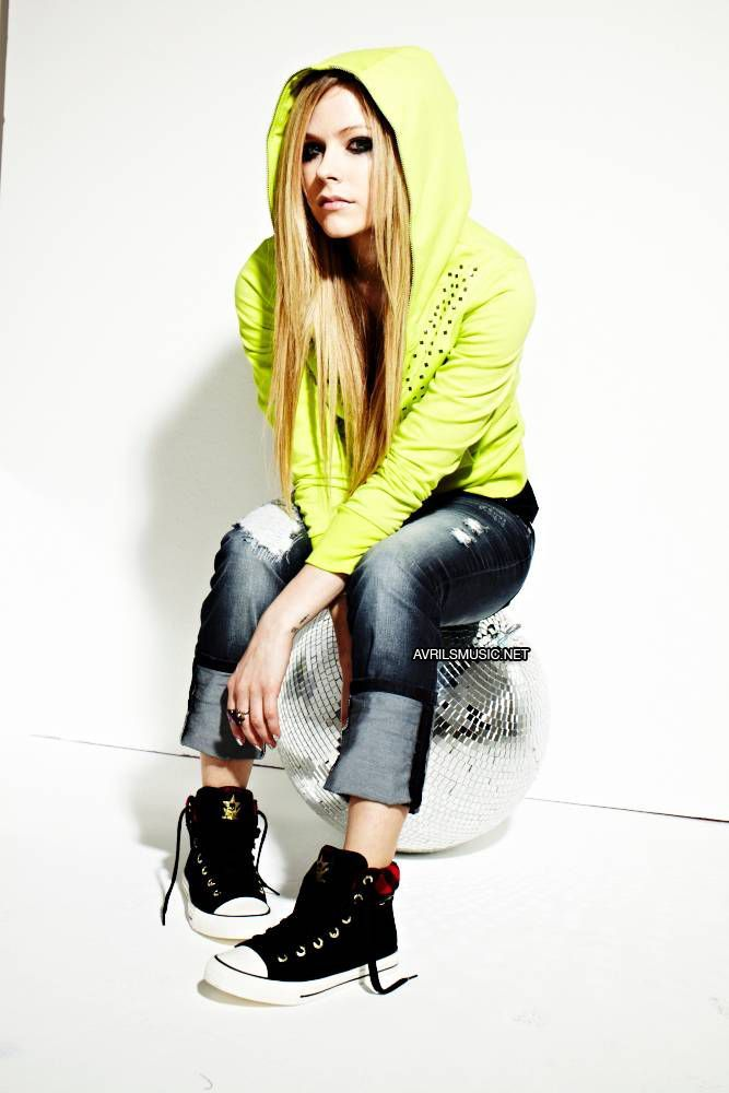 Really love this picture of Avril Lavigne posing for her very own AbbeyDawn clothing line[: