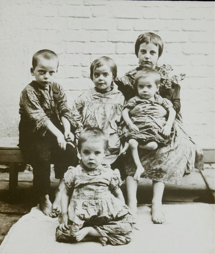 LIVERPOOL CITY MISSION FIVE RAGGED CHILDREN MGC018790.jpg