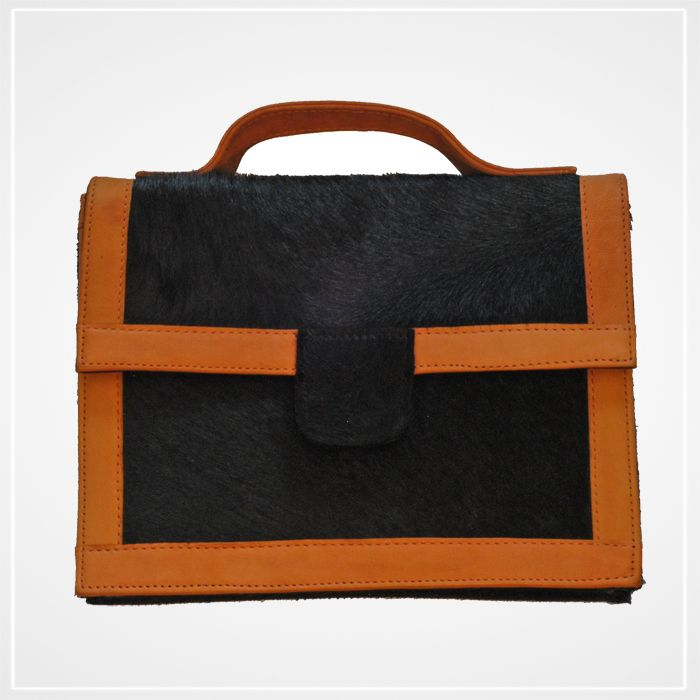 Petit sac cartable peau Mariouca http://mariouca.com/products-page/sacs-a-main/petit-sac-cartable-peau/