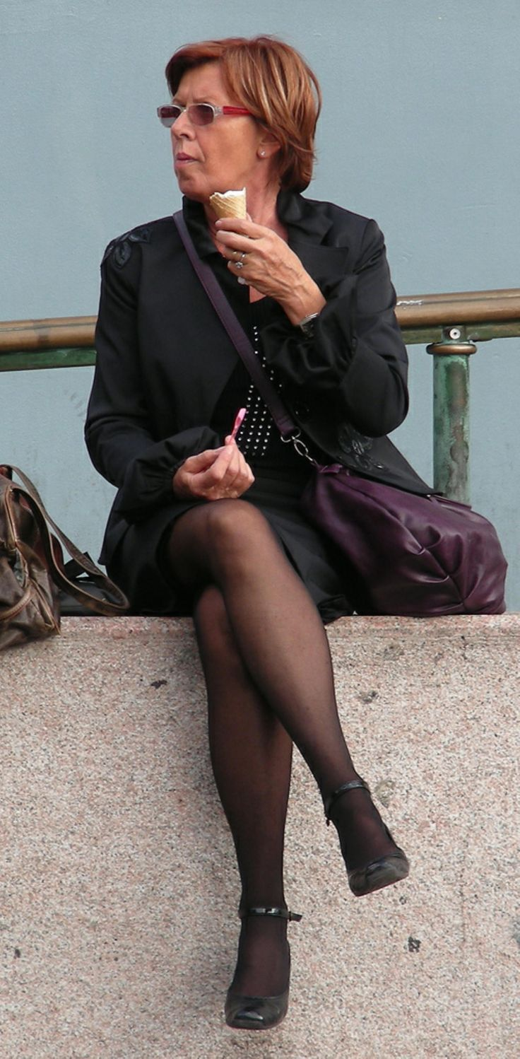 Mature Woman In Pantyhose Sits With Her Candid Legs -2460