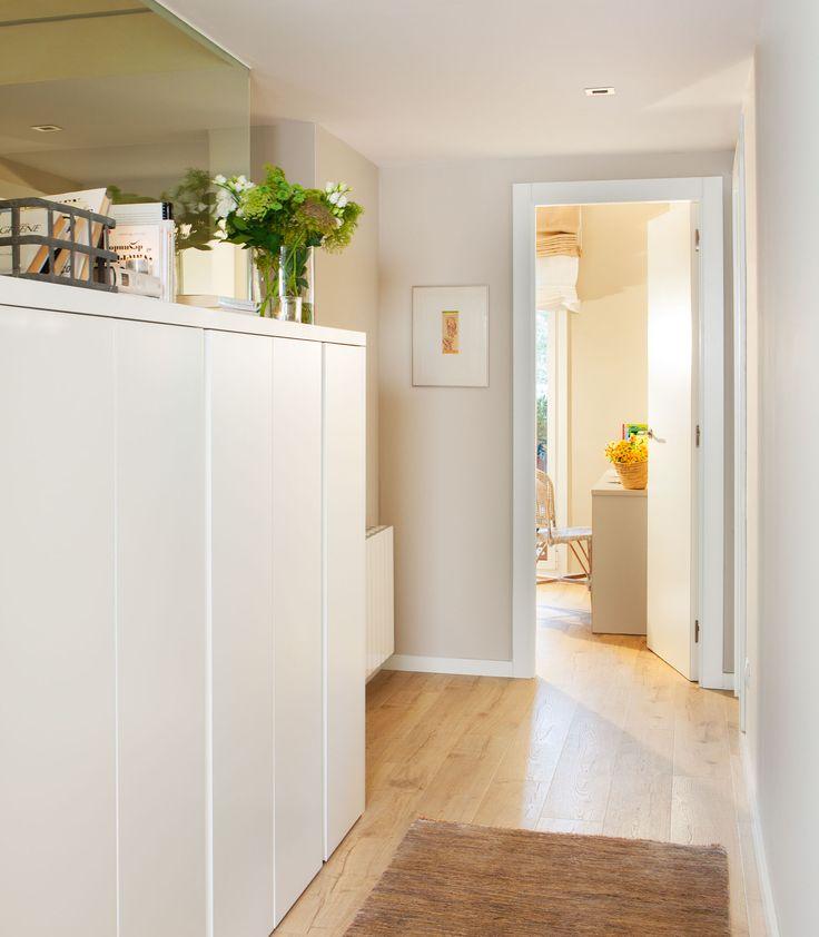 En el pasillo mueble lacado hecho a medida para la ropa - Armario ropa blanca ...