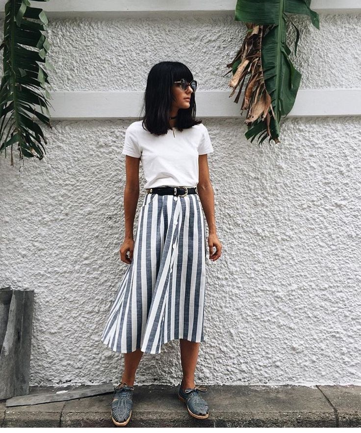 Hipste outfit summer idea, basic white tee with long midi skirt blue and white patterns.