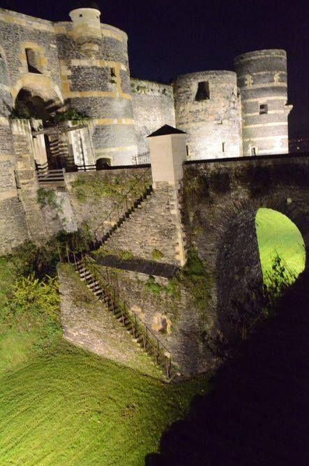 Les douves du château --- Angers <3