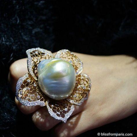 #birthstone of June is #pearl. Here giant baroque pearl in this beautiful ring by @jewellerytheatre ●♢● #highjewelery #ring 18k #yellowgold #diamonds #lovegold #lovediamonds #gem #gemstone #stones #fashionista #accessoires #accessory #instajewelry #jewelrygram #instaring #instacool #instastyle #instafashion #instabig #instalove #ringoftheday #ringenvy #ringporn #blissfromparislovespearls