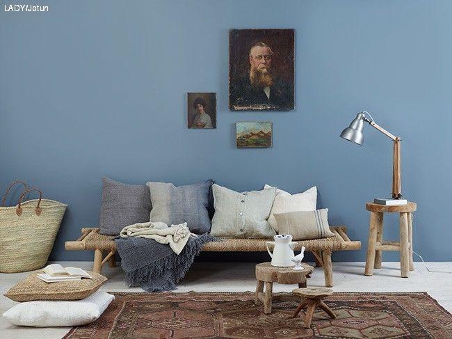 Vår fargedesigner viser deg Jotun LADY sine vakreste blåfarger. I tillegg kommer hun med forslag til farger du kan kombinere med.