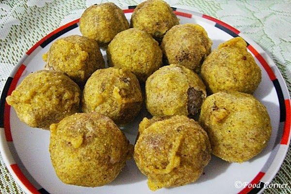 MUNG GULI is a  Sri Lankan traditional sweet served to celebrate Sri Lanka New Year which is the time where most of the authentic sweets come into the dining table. It's easy tomake and contains both rice flour and mung bean flour.