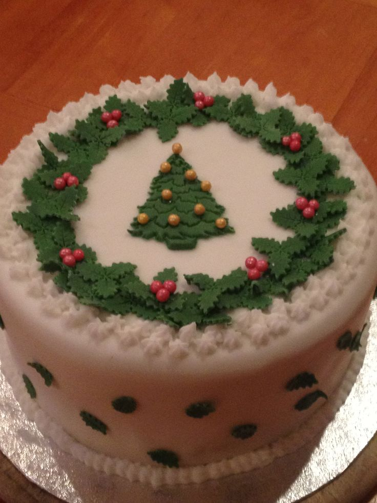 Christmas Cake - icing looks even nicer when it is toned in cream