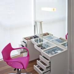Penteadeira Organizada: Quartos translation missing: br.style.quartos.moderno por KTA - Krakowiak & Tavares Arquitetura