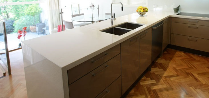 'Ice Snow' Caesarstone benchtop with waterfall edge and undermounted sinks in a Balwyn kitchen renovation