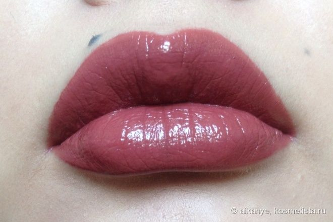 Pretty. I think I need this in my life NYX Intense butter gloss #06 Chocolate crepe