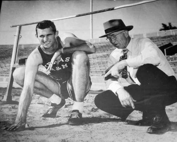 "Walt Davis olympic games 1952   Walter F. ""Buddy"" Davis, 81, a Nederland High School graduate, earned ... OS guld höjd 1952 Helsingfors."