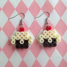 Paire de boucles d'oreilles cupcakes en perles à repasser