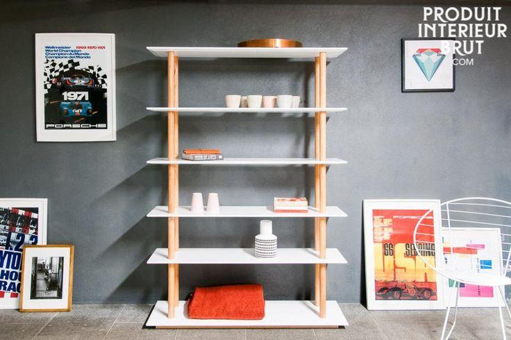 Ben je een echte boekenwurm? Dan biedt deze boekenkast alle ruimte om al je boeken op te bergen.