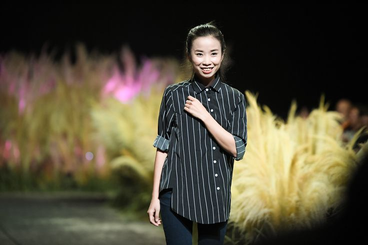 Vietnam Fashion Week FW17 - Ready To Wear.        Designer: Nguyen Thuy   Photo: Le Chi Linh