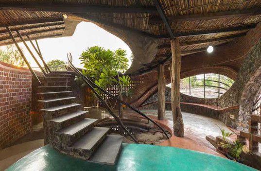 Brick House, iStudio Arquitectura, Wada, Mumbai, India, materiales locales, materiales de origen local, la luz natural, ladrillo, piedra, madera, bambú, de hormigón armado, ratonera de bonos, ventanas arqueadas, refrigeración pasiva,