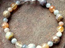 Armband mit echten Edelsteinen (Achate,Mondsteine)