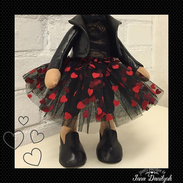Детали❤️кожаная курточка, черный фатин ❤️ и кожаные лоуферы модняха#кукла #куклы #калининград #куклаизткани #кукланазаказ #куклавподарок #зайка #вналичии #авторскаяработа #продаю #подарки #подаркилюбимым #подаркиКалининград #ручнаяработа #длядевочек #сошьюназаказ #сделанослюбовью #интерьер #интерьернаякукла #интерьернаяигрушка #тильдазаяц #текстильнаякукла #innadanilyuk #instadolls #interiordoll #dolls #jouets_boutique #toys #tildadolls  ПРОДАНА ❗️