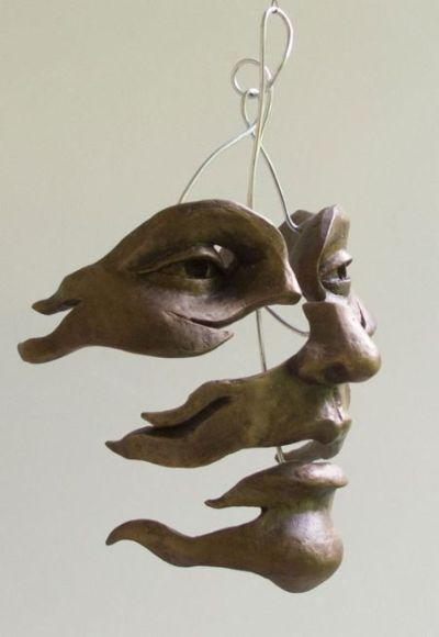 As surreais esculturas de figuras humanas em bronze e cobre de Michael Alfano - Varrida pelo vento