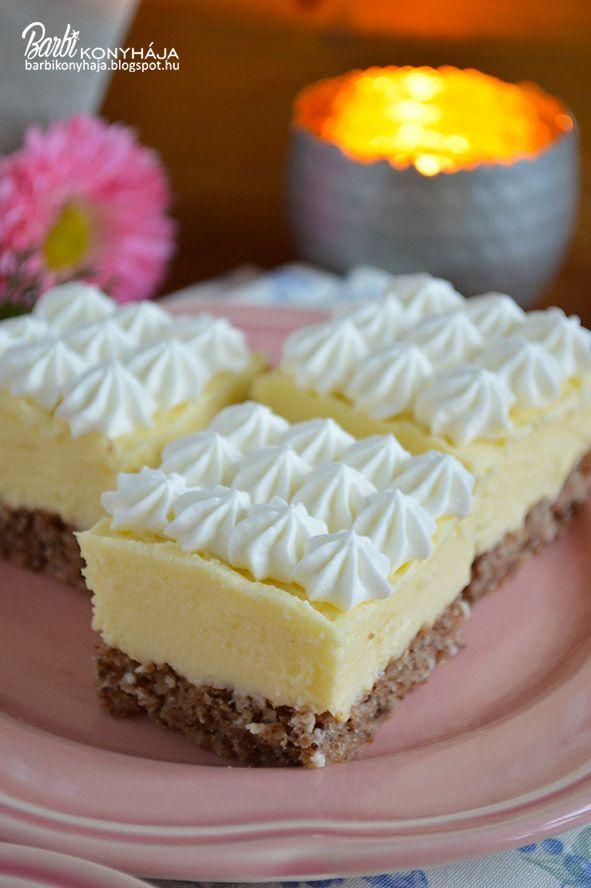 Végre vagy mégsem, de elfogyott a dióm és nem is akármire, hanem egy könnyű, krémes süteményre. Nagyon mutatós, igazi vendégváró, pár kocká...