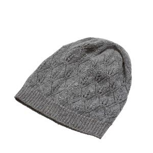 SUPERSOFT hat, light grey melange. The season's softest hat. Knitted with a beautiful leaf pattern and glitter hem, which makes it simple and exclusive. Made in sustainable wool from our Italian supplier.