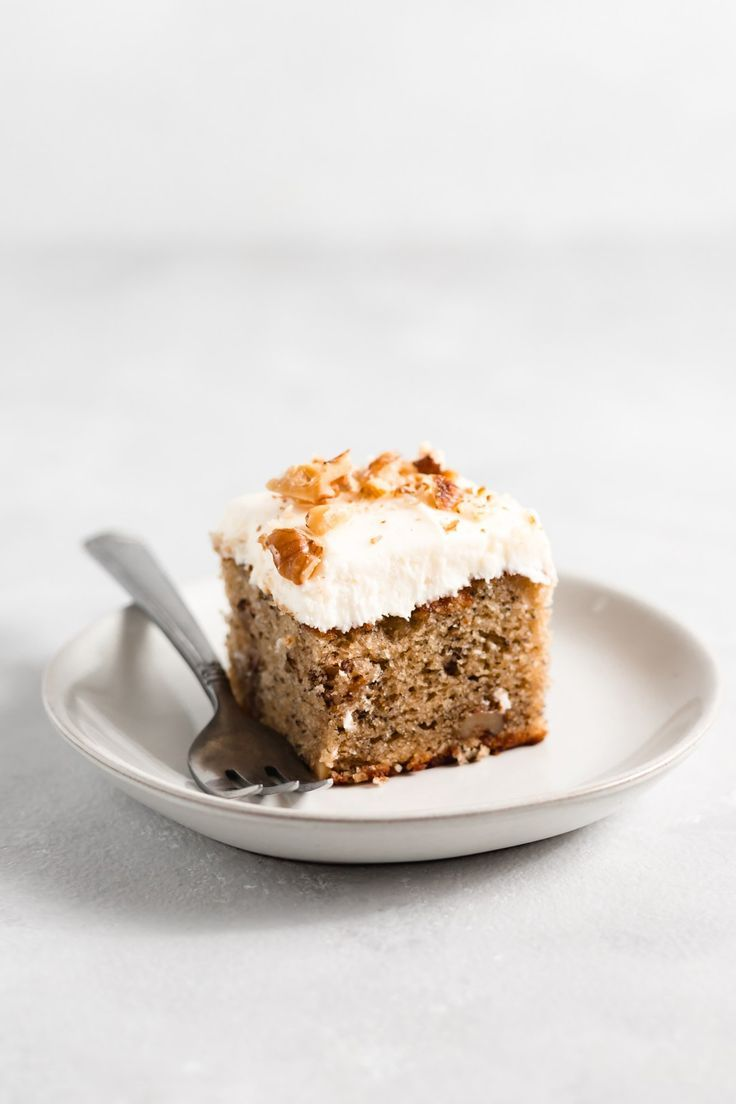 One Layer Banana Nut Cake With Cream Cheese Frosting Com Imagens