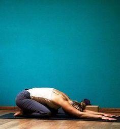 Cinque posizioni yoga da eseguire prima di andare a dormire, per scaricare le tensioni della giornata, dormire meglio e svegliarvi riposati
