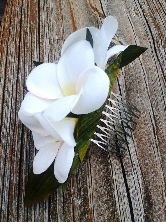 BRIDAL HAIR COMB Hawaiian Plumeria Flowers Bridal by MalamaPua