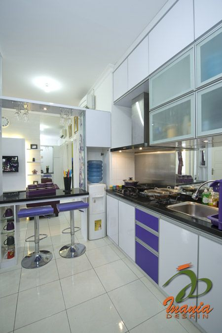 Dapur cantik dengan balutan warna ungu