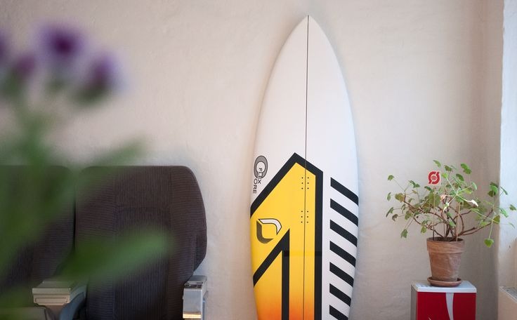 The Drifter is the ultimate small wave board and it works great for both surfing and kiting. The new 'Core Flex' technology has reduced the boards weight by 0,5 kg while increasing deck and over all strenght.