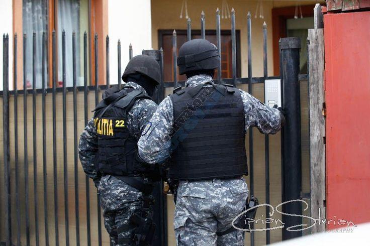 Grupare suspectată de evaziune fiscală şi spălarea banilor, cu legături la Buzău, destructurată de poliţişti - https://goo.gl/xHFFUM