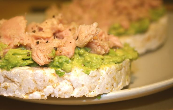 ❝One of my fave snacks during the detox or any other time really: rice cake topped with avocado and tuna❞