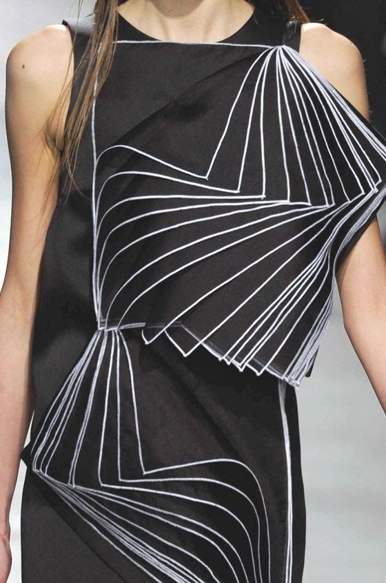 patternprints journal: PRINTS, PATTERNS, TRIMMINGS AND SURFACE EFFECTS FROM LONDON FASHION WEEK (A/W 14/15 WOMENSWEAR) / 3 Christopher Kane