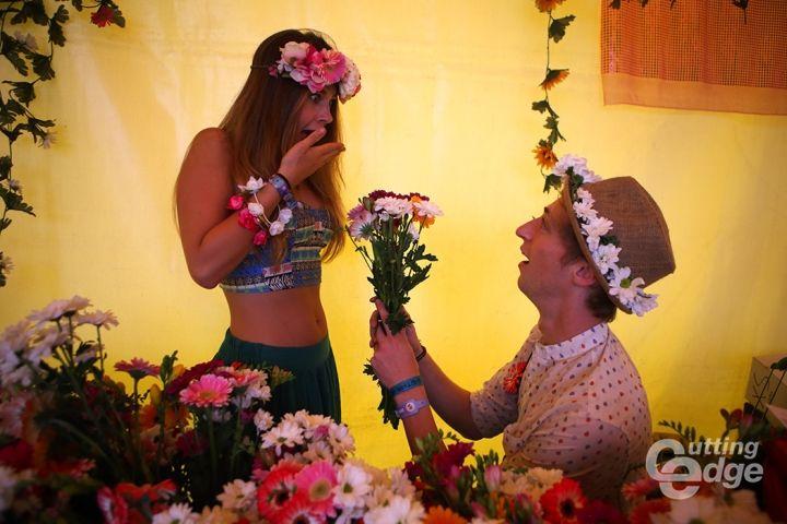 festival dress up costume entertainment show dance flowers headdress vitamine blij party concept