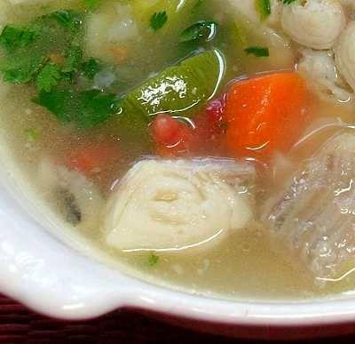 Caldo michi (caldo de pescado con verduras) -- ligero y nutritivo // Mexican catfish and vegetable soup -- light and nutritious