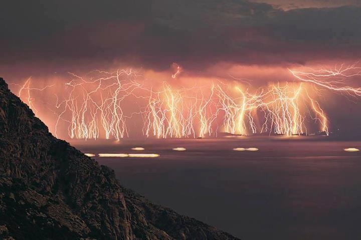 트위터 / SciencePorn: 70 lightning shots, taken at ...
