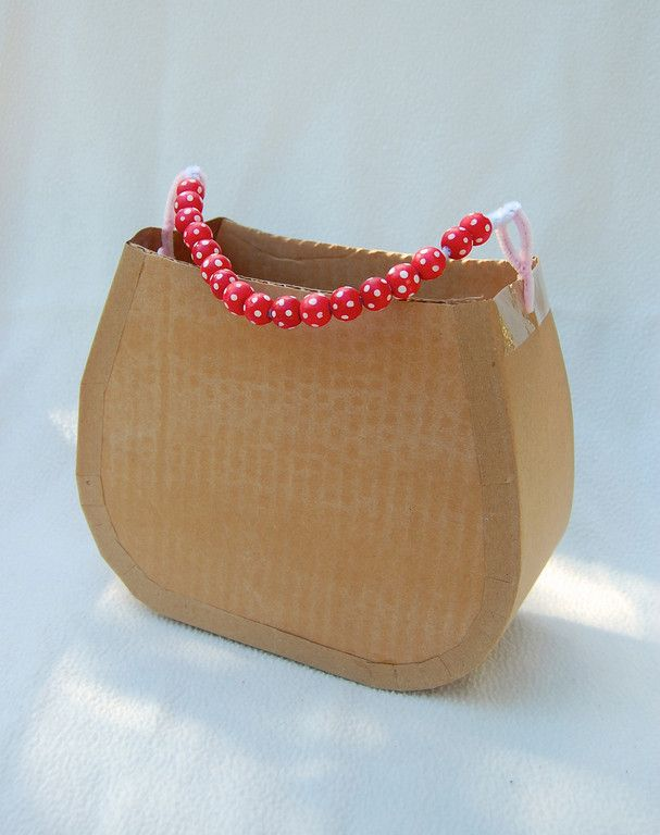 template for cardboard handbags... girls can decorate with all sorts of fun stuff!