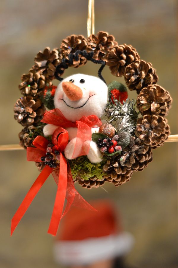 Cute snowman/pine cone wreath.