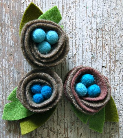 I love these bird nests. I'm wondering if you could make the nests and leaves from an old sweater found at GW instead of buying the felted wool... hmm...