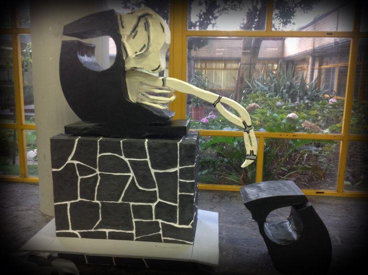 Réplica de la escultura del buho logo de la facultad de química UNAM