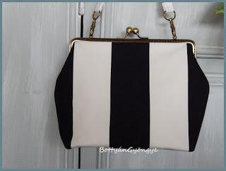 Fekete - fehér csíkos kézitáska / Black and white striped handbag