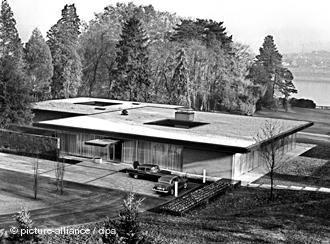 Blick auf den Kanzlerbungalow im Garten des Palais Schaumburg in Bonn am 13.11.1964.