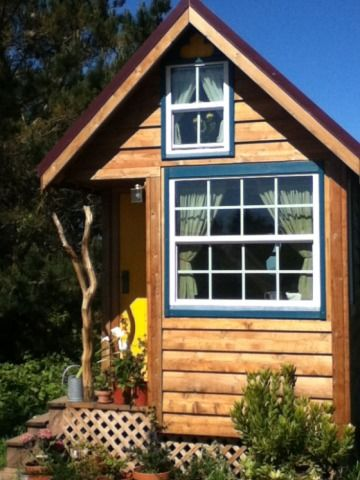 How to Build a Tiny (and Cheap) House:  What I Learned at Tumbleweed's Dallas Workshop (via dallasobserver.com)