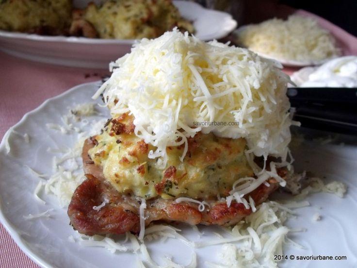 Cotlet de porc cu cascaval la cuptor - Felii ciufulite. Cotlete de porc la tava, cu crusta din piure de cartofi si branza rasa. Am avut 8 felii frumoase de