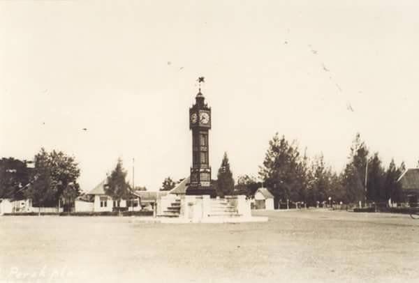 Tugu Replika Menara jam Big Ben London di Taman Prapat Kurung Tanjung Perak ,1911