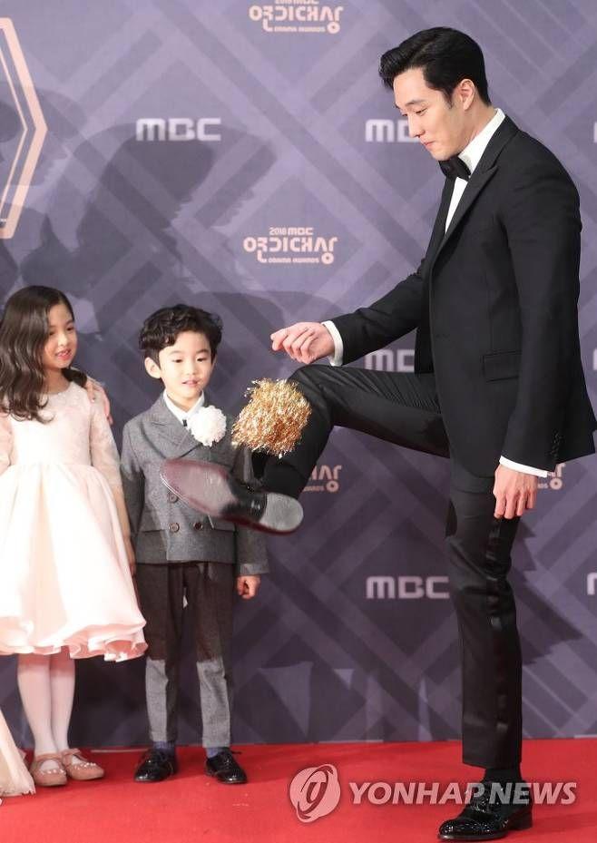 2018-12-30 MBC Drama Award | So ji sub in 2019 | So ji sub
