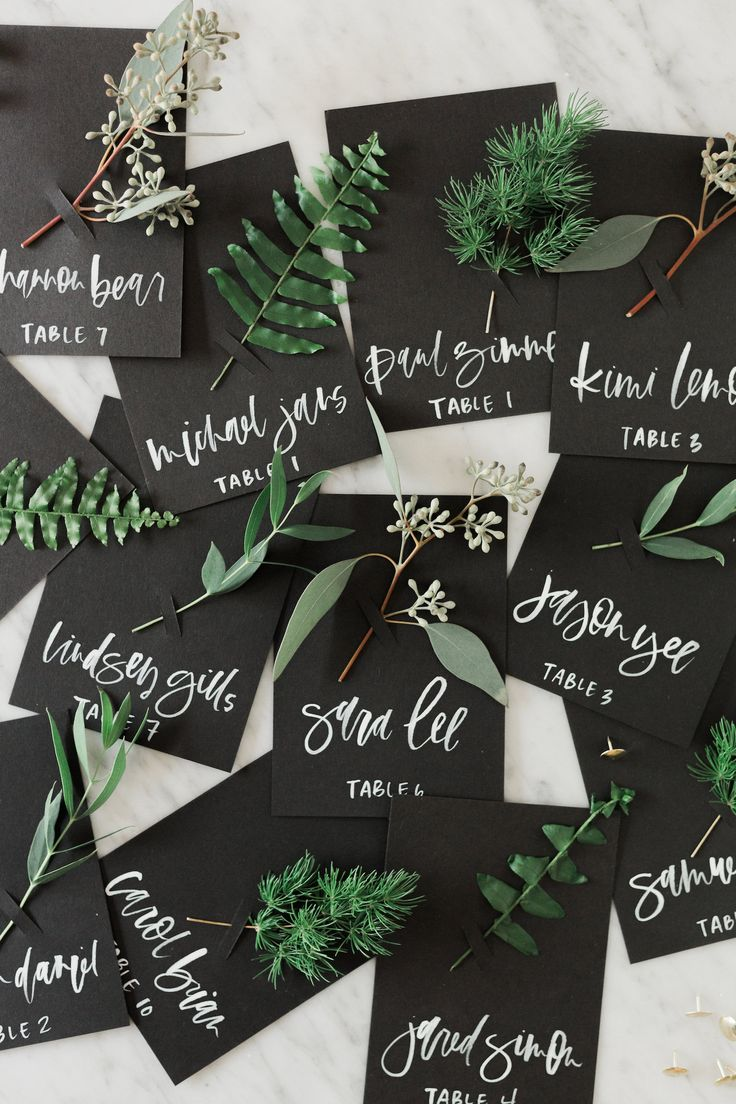Greenery is the Pantone Colour of the year 2017! At WonderWed we love it and are getting ready for beautiful green weddings! Hoch about these green places cards?