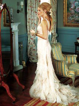 メイド・オブ・オナーを務めたセリーナのドレス。白のスレンダー ウェディングドレス・花嫁衣装のまとめ一覧♡