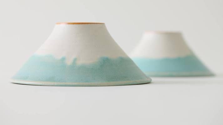 富士山に見立てた、形と釉薬の色がとても美しいお茶碗