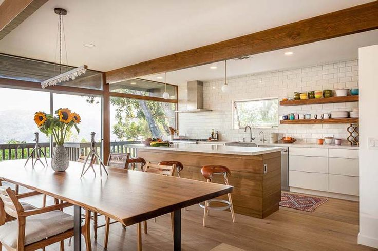 Sunny Residence In Topanga Canyon, California